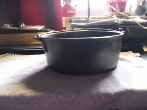 Antique Cast Iron 5 Quart Hanging Pot/Kettle Made in USA