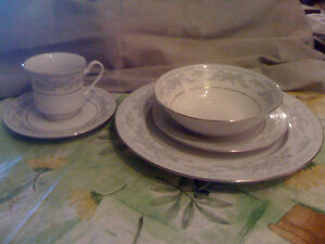 Somerset China by Excel, 11 Dinner plates, 19 bread/butter plate