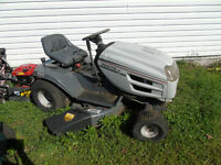 17 Hp 42 Inch Deck White Lawn Tractor ($300)