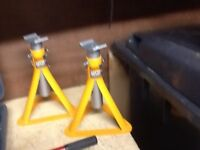 Set of halfords 2t axle stands