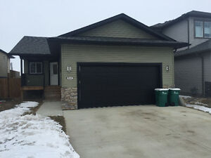 Beautiful Bungalow, Great Landlord Willing To Accomodate!
