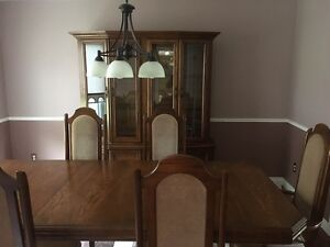 Gorgeous dining table and hutch London Ontario image 3