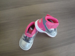 Brand New Nike Force Silver & Pink Velcro Running Shoes Size 4c London Ontario image 1