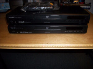 2 TOSHIBA DVD / CD Players
