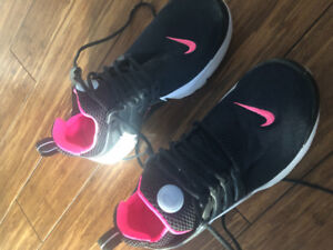 4 pairs of size 5 woman's running shoes