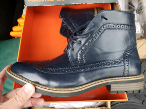 NEW Hawke & Co Trent Boot - size 9 - navy