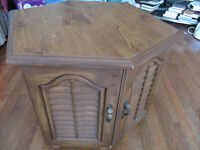 corner end table with storage