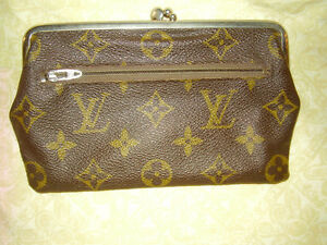 Louis Vuitton Kisslock Coin  Wallet Saks Fifth Ave Rare Various