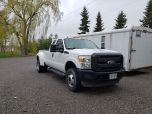 2011 Ford F350 Dually Automatic, Low KM's