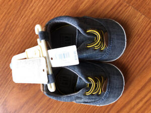 Brand new baby gap boy size 3/6m shoes