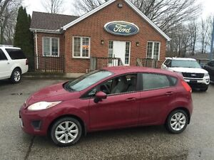 2011 Ford Fiesta SE hatchback 4 cyl one owner great on fuel London Ontario image 1