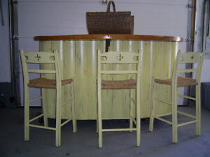 Bar or kitchen island