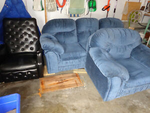 Couches & Chairs Recliners
