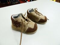 Sneakers size 3