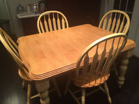 Solid oak dinning table with chairs