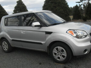 2010 Kia Soul - 5 Speed (FWD) Reduced in Price (Make an offer)