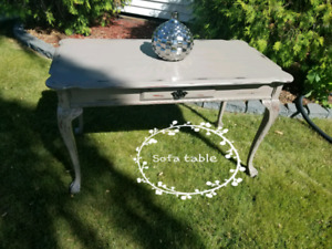 Sofa Table With beautiful details (REDUCED)