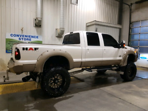 2011 Ford F350 King Ranch - SHOW TRUCK***