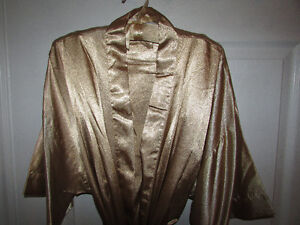 GOLD Robe, Long Gown & Hanger Gift Set - NEW Gatineau Ottawa / Gatineau Area image 2