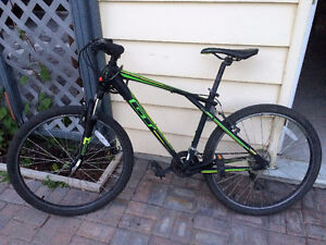Mountain bike GT Aggressor + lock + helmet
