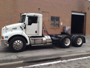 2006 Kenworth T-300 Day Cab - Low Kms