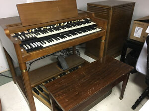 Orgue Hammond B-3000 avec ampli Leslie 722 et banc