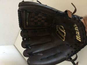 Right Handed Mizuno  Baseball/Softball glove
