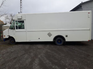 2006 Ford E450 Step Van V8 Gas / Propane 18ft box