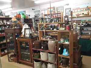 Antiques and Collectibles Collins Bay Market