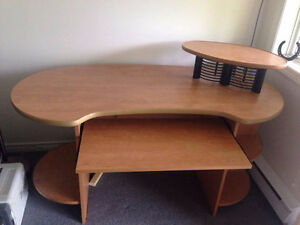 beautiful computer desk for sale in excellent condition