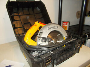 Dewolt Skill Saw with blade and case