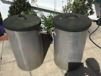 Feed / dust bins