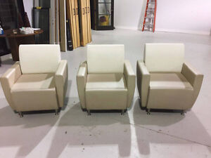 Fauteuils en simili cuir, White Semi leather chairs for sale