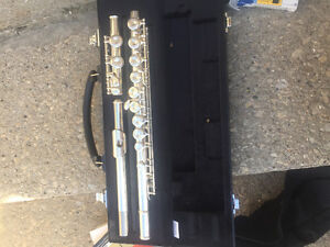 Brand new Yamaha flute, only been played maybe twice.