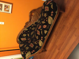 I'm sailing old antique furniture, coach, Chair and loveseat.