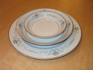 Rose China Japan Dinner Plates Set