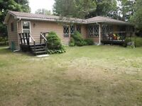 Kincardine South - Cottage steps from the beach!