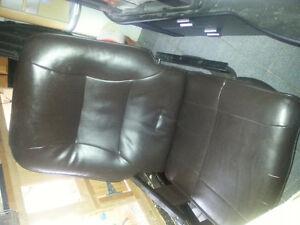 Chaise berçante en cuir noir