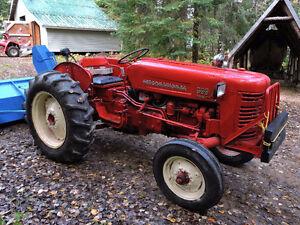 Tracteur International 300 avec souffleur