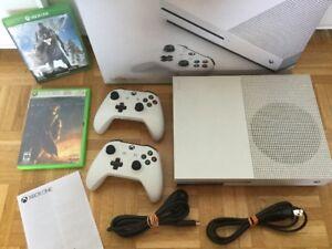 X Box One S avec 2 manettes + jeux pour 300$