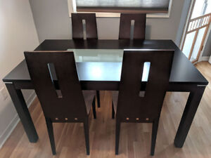 Stylish five piece dining table set