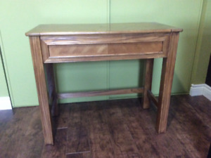 Good condition! Vanity table with flip up mirror & storage.