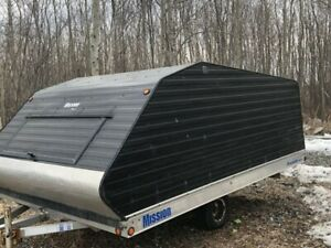 2009 clamshell trailer 8' x 12'