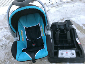 Baby Trend carseat with base (have 4years life Left)