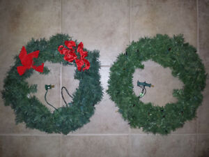 "2 pre-lit Christmas Wreaths :  17"" wide ..."
