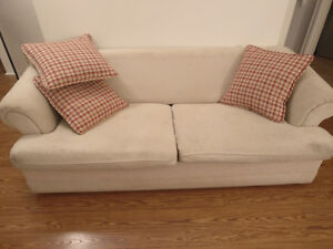 Hide-a-bed / sofa bed / pull out couch