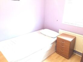 Harlow Single room