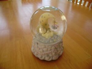 PRECIOUS MOMENTS WATER GLOBE Windsor Region Ontario image 1