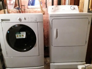 washer and driver with pedestal drawers very good condition