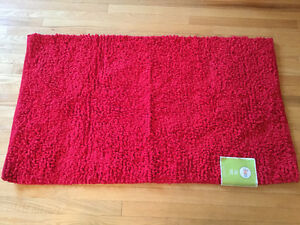 Red Chenille Rug (NEW)